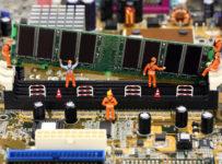 calculatoarele angajaților